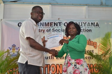 CEO, BIT, Richard Maughn presenting a certificate to one of the graduates.