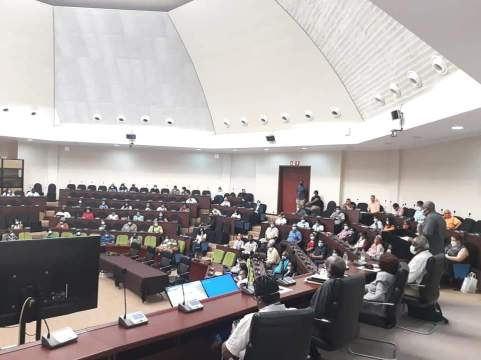 Observers and party representatives, being briefed by GECOM Officials (source GECOM)