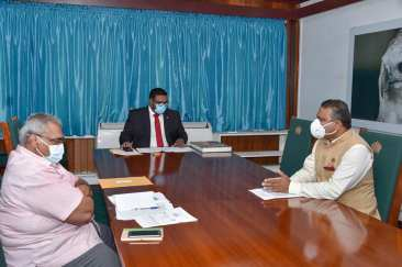 President of the Cooperative Republic of Guyana, His Excellency, Dr. Mohamed Irfaan Ali, High Commissioner of India to Guyana, H.E. Dr. K.J Srinivasa, and Mr. T. Balgobin from the Ministry of Finance, in discussion at State House.