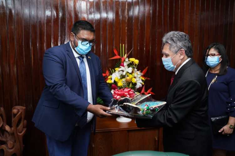His Excellency, Dr. Mohamed Irfaan Ali, President of the Cooperative Republic of Guyana, receives a gift from His Excellency, José Omar Hurtado Conteras, Ambassador of the United Mexican States.