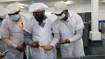 Minister Zulfikar Mustapha, Mr. Singh and MoA Director General, Madanlall Ramraj inspecting some shrimp during the tour