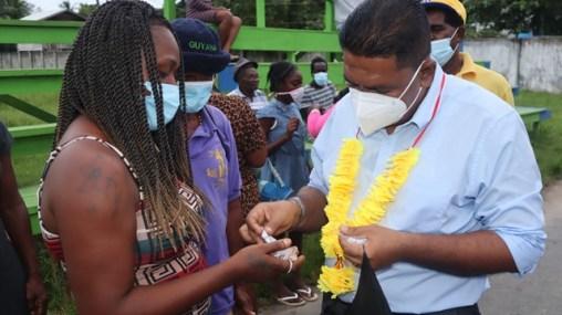 Minister Zulfikar Mustapha distributes seeds to a resident of Mocha
