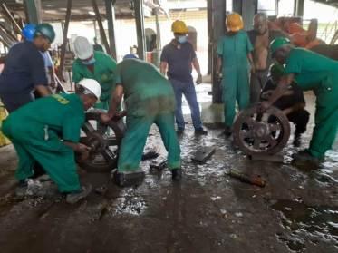Uitvlugt team works hard to restore mechanical parts