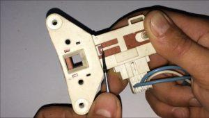 desbloquear-manualmente-puerta-lavadora-blocapuerta