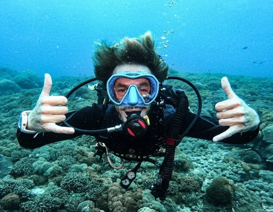 neutral buoyancy diver