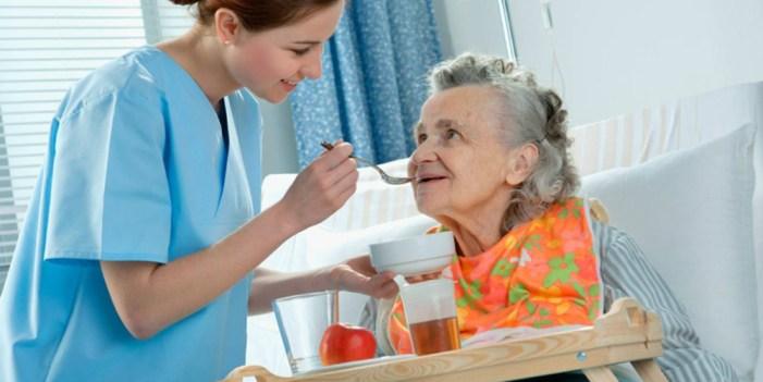 Alimentación adecuada es fundamental para Adultos Mayores