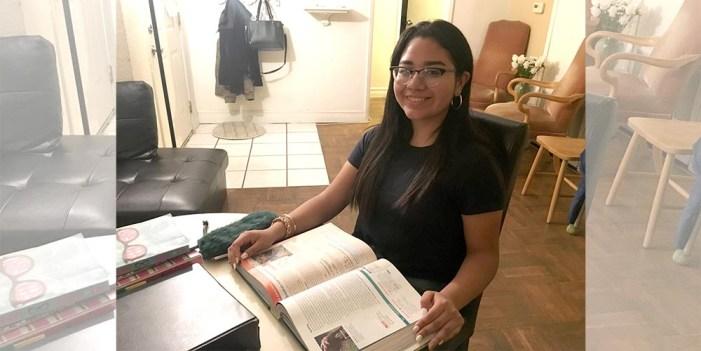 Niña zacatecana vence barreras en EUA para triunfar en estudios