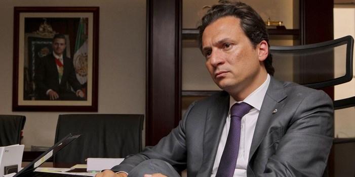 Exdirector de Pemex se ampara ante orden de aprehensión