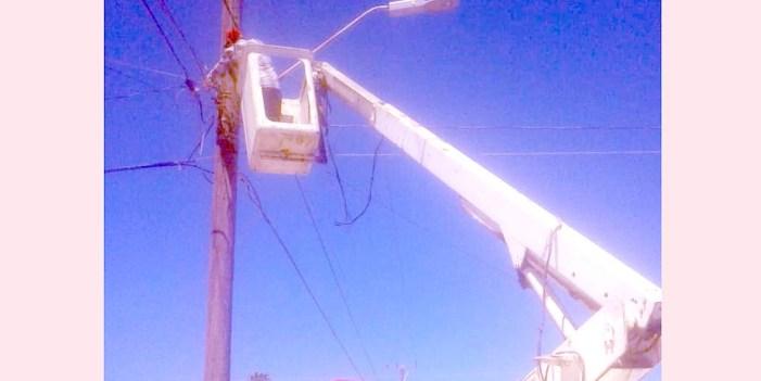 Peñasco realiza mantenimiento en alumbrado público