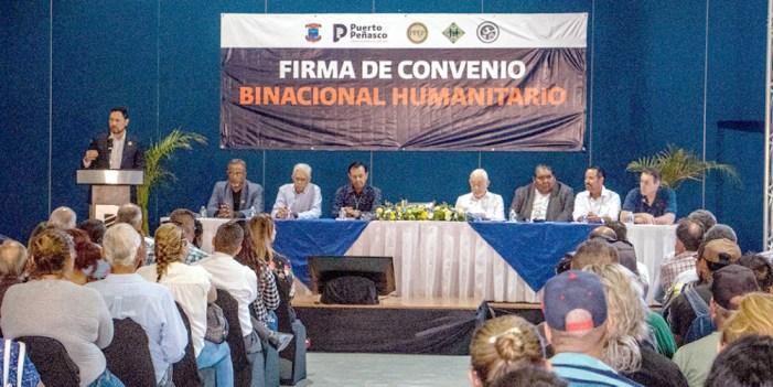 Firma alcalde Kiko Munro convenio binacional humanista con PPEP