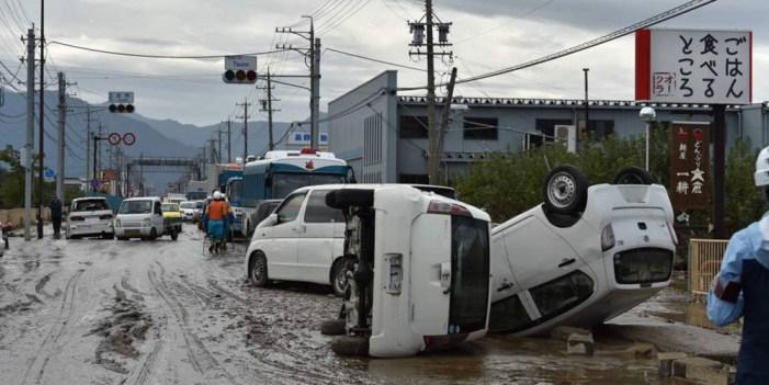Al menos 40 muertos y 16 desaparecidos en Japón