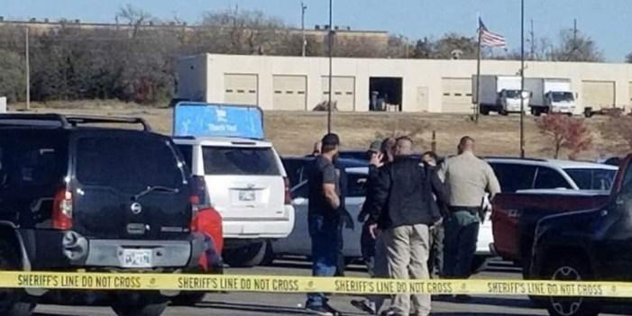 Tiroteo en Walmart deja tres muertos
