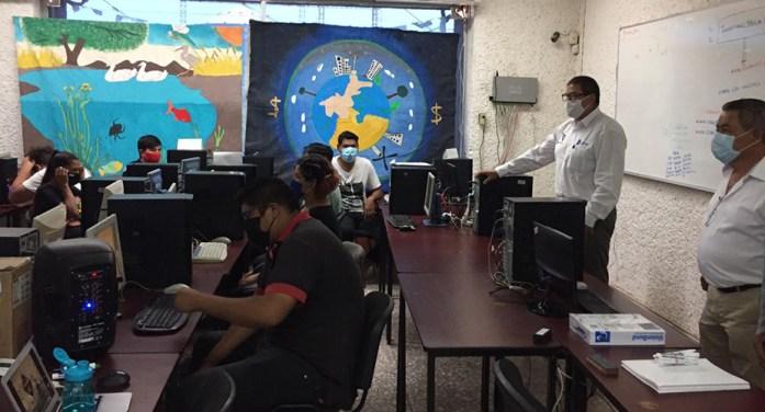 Equipan aula para jóvenes Yaquis universitarios