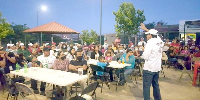 Juan Gim firma compromisos en colonias de Nogales