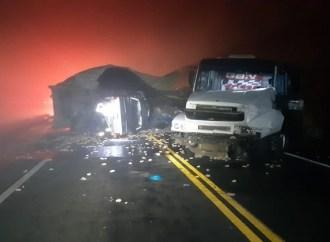 Acidente na região de Teixeira Soares deixa dois mortos e pistas interditadas
