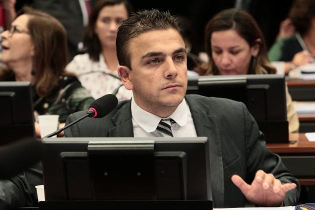 Deputado Aliel Machado apoia a redução de salário para os três poderes