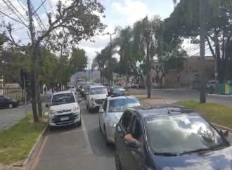 Vídeo   Carreata a favor da reabertura do comércio atrai dezenas às ruas de PG