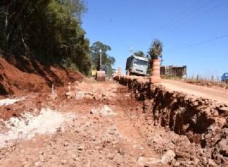 Obras de pavimentação na Estrada do Catanduvas seguem em ritmo acelerado