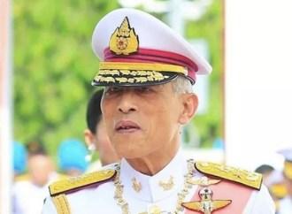 Rei da Tailândia está de quarentena com harém de vinte mulheres em hotel luxuoso