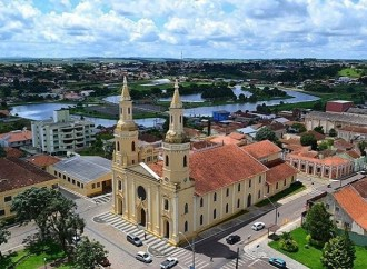 Decisão judicial suspende reabertura do comércio em Castro