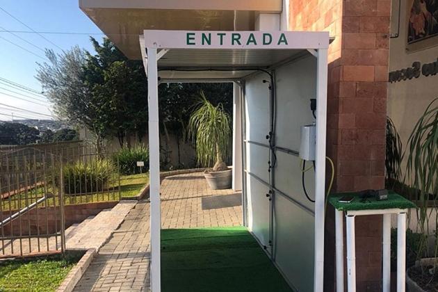 Paróquia Nossa Senhora do Perpétuo Socorro instala cabine de desinfecção