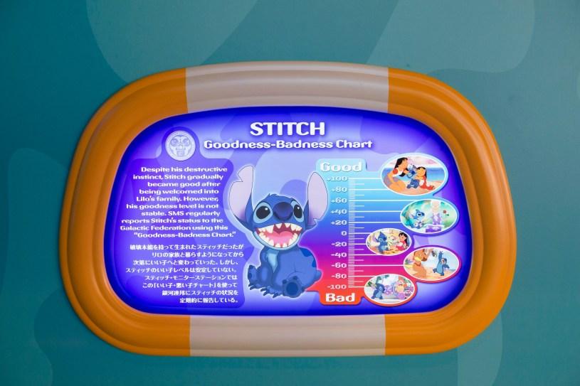 「スティッチ・エンカウンター」ロビーのポスター/スティッチ (c)Disney