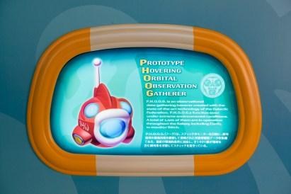 「スティッチ・エンカウンター」ロビーのポスター/「P.H.O.O.G.(フーグ)」 その1 (c)Disney