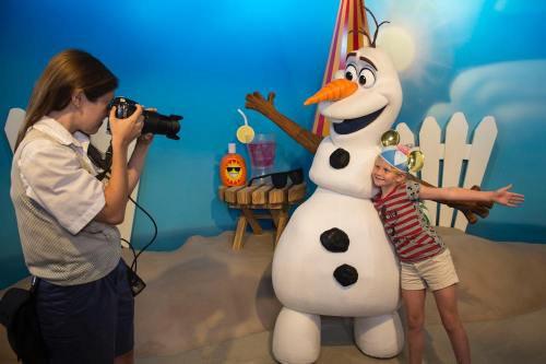 """Olaf from """"Frozen"""" Greets Guests at Disney's Hollywood Studios (c)Disney"""