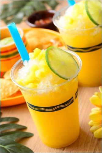 フローズンカクテル(オレンジ&パイナップル) (トルティーヤチップス、サルサとアボカドディップ付きは別売)ミゲルズ・エルドラド・キャンティーナ 680円 (c)Disney