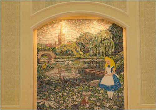 「ふしぎの国のアリス」をテーマにしたモザイクアート (c)Disney
