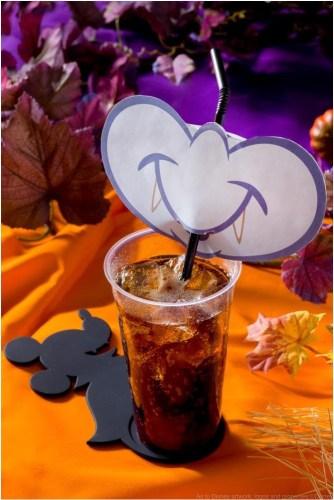 ミックスベリーコーラ、スーベニアコースター付き 750円 (c)Disney
