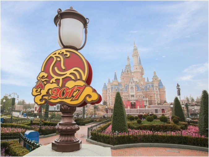 Shanghai Disneyland welcomes the Year of the Rooster with auspicious and festive decorations 4 (c)Disney