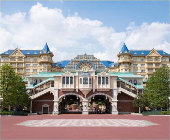 <参考>東京ディズニーランド・ステーション 外観 (c)Disney