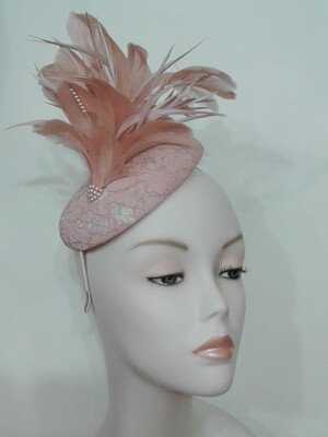 GIO/Lace Feather Blush Fascinator