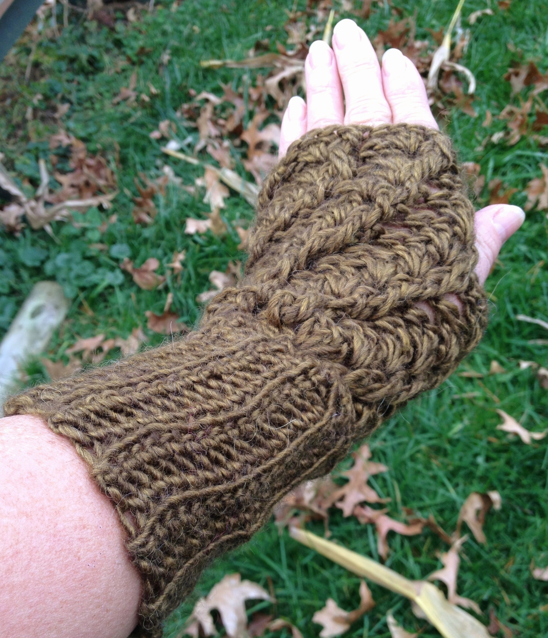 Twisted Stitch Fingerless Gloves - Astral 17663