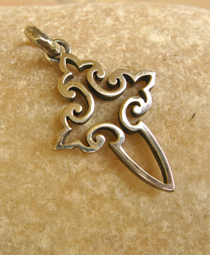 Exquisite sterling silver open fretwork cross of St James