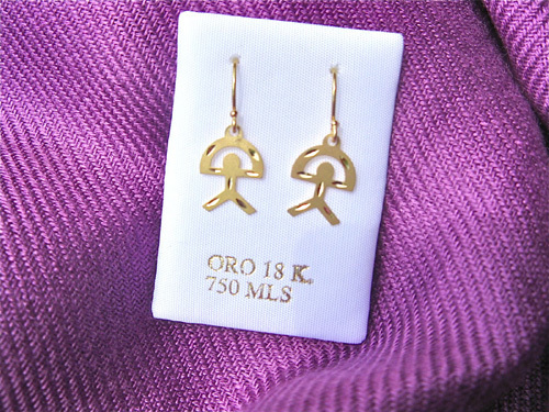 Hand-crafted decorative pattern on these 18ct gold Indalo earrings