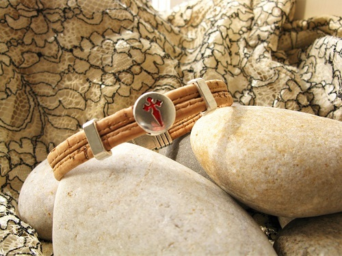 Durable and ecological cork bracelet with symbolic  St James cross