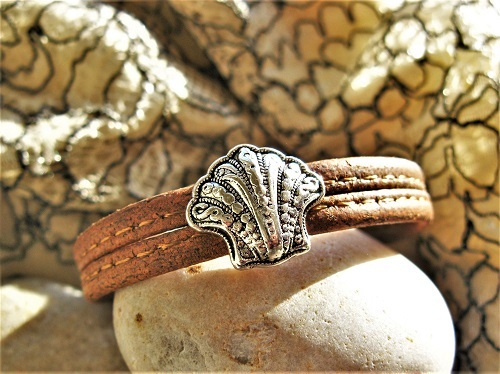 Camino jewellery safe travel bracelet - filigree scallop and cork MBC01910