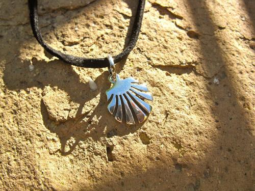 Camino scallop shell necklace / concha de vieira ~ medium 00894