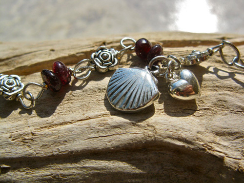 Scallop shell bracelet - safe travels ~ garnet 00973
