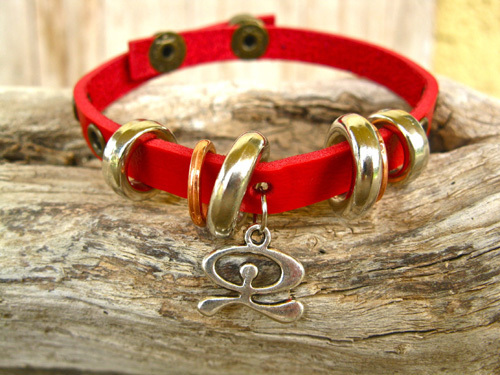 Leather Indalo charm bracelet, red MP01075