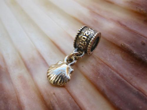 Camino de Santiago memento - scallop shell bead 00714