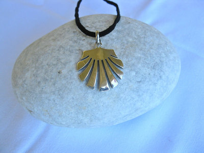 Camino de Santiago jewelry - scallop shell necklace / concha de vieira ~ large