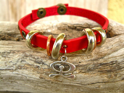 Leather Indalo charm bracelet, red