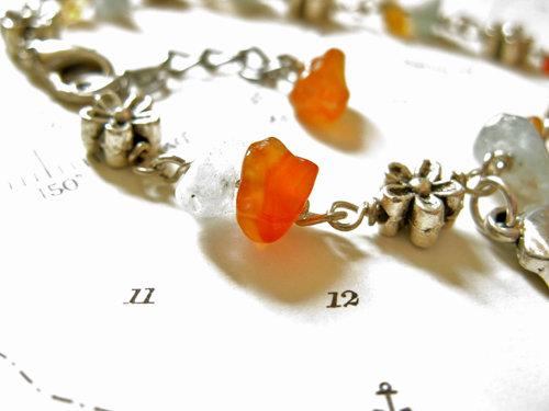 Chips of warm agate mixed with cool aquamarine and flower beads make this a truly delightful bracelet