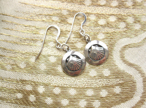 Camino earrings - scallop shell in ring ~ silver 01176