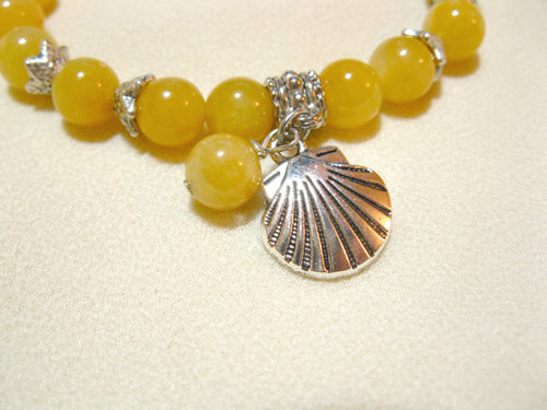 Yellow jade gemstones with jade bead and scallop shell