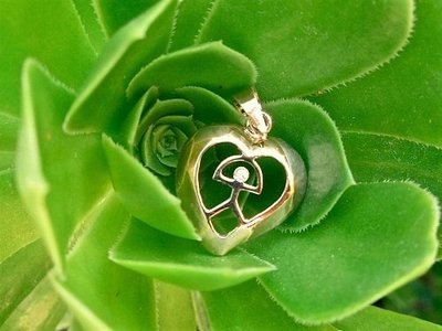 Indalo pendant ~ heart, 18ct gold + zirconita