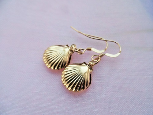 Camino jewellery scallop shell earrings ~ gold filled PER01196
